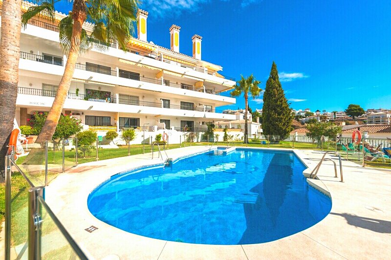 Una delle due splendide piscine dai giardini paesaggistici a Pueblo Los Olivos