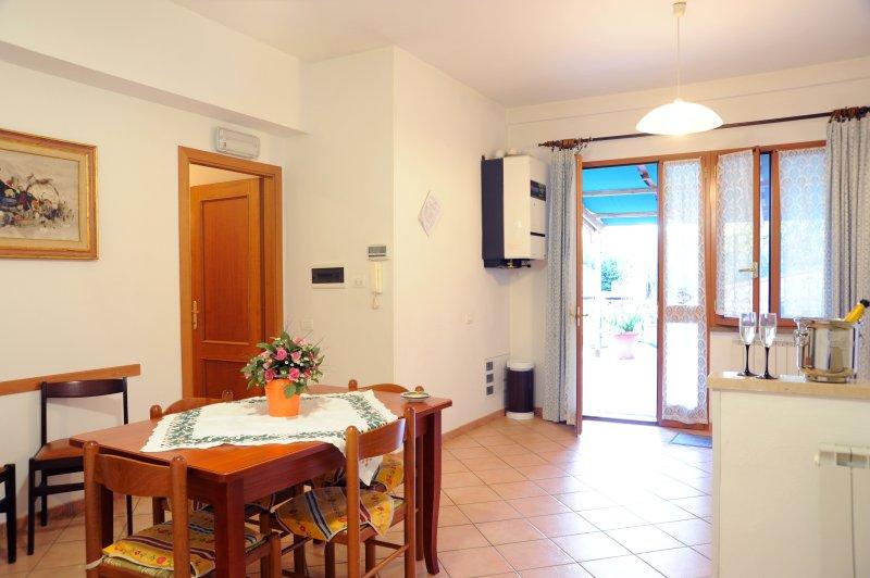 Appartamento attrezzato per disabili, 2 camere, aluguéis de temporada em Chianciano Terme