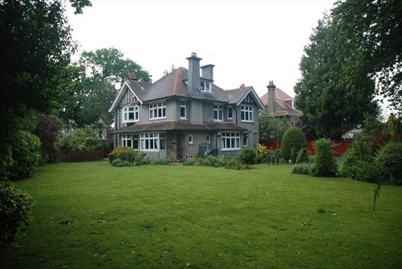 Discoveries House Dorset rear view and half acre garden