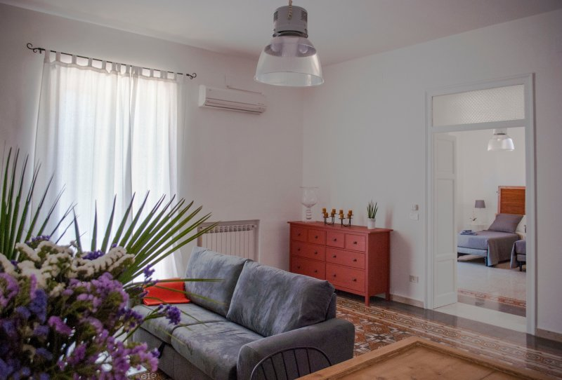 Casa vacanze Villa la Rina, nelle vicinanze della clinica La Maddalena, alquiler vacacional en Landro