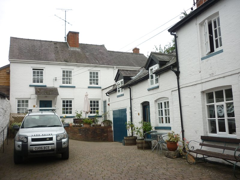 Holiday cottage in centre of Presteigne, vacation rental in Titley