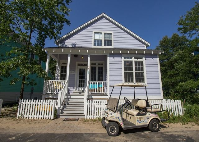 Big Bang for the Buck in Beachwalk, PRIVATE HOT TUB and free golf cart, holiday rental in Michigan City