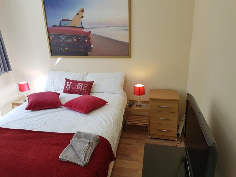 Leopold Apartments ( Garden view double ), holiday rental in Acton