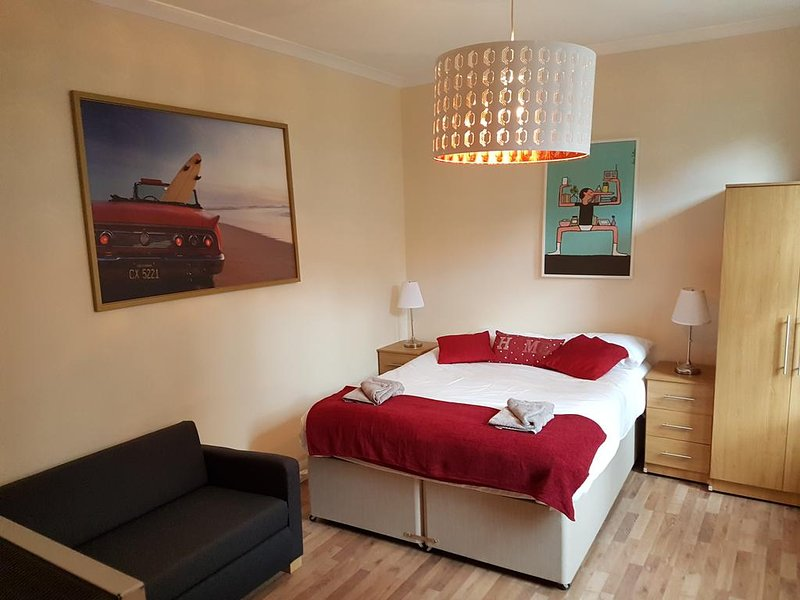 Leopold Apartments  (Leopold Suite ), holiday rental in Acton