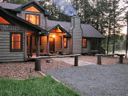 Beautiful Lakeside Camp on Upper Saranac Lake, alquiler de vacaciones en Tupper Lake