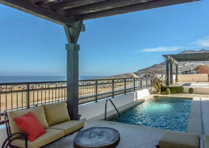 Private pool, view to ocean, outdoor grill
