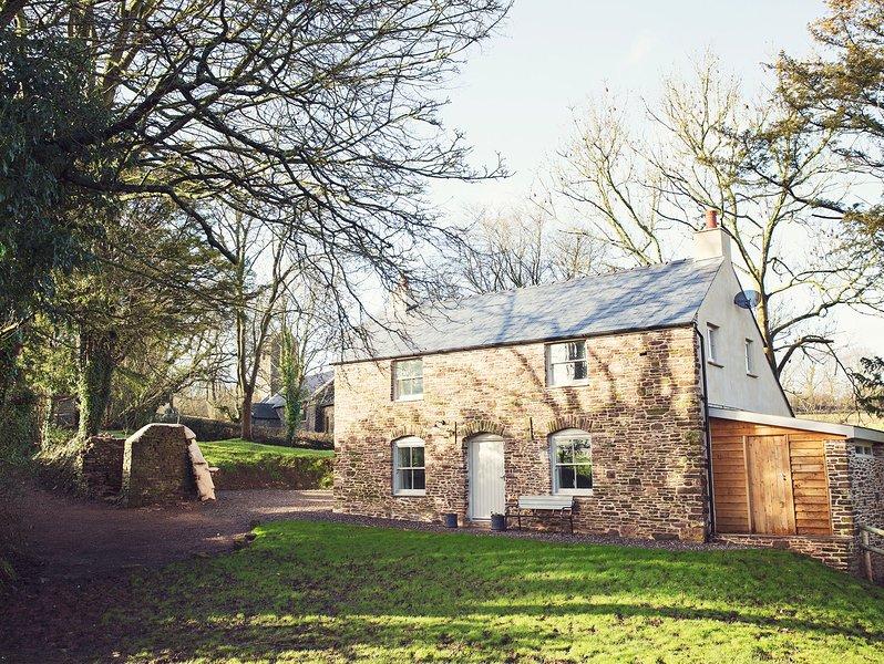 Pretty detached cottage