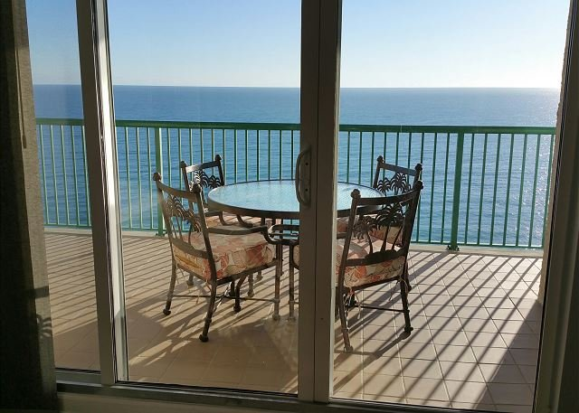 BRAND NEW Luxury  With  2 Oceanfront Master Suites, location de vacances à Daytona Beach Shores