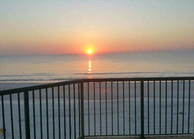 30% off Spring Rates! 3 bed/3 bath Direct Oceanfront Condo, location de vacances à Daytona Beach Shores