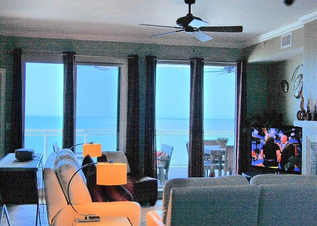 3/2.5 2 Oceanfront Master Suites, Huge Balcony in Ocean Vistas, location de vacances à Daytona Beach Shores