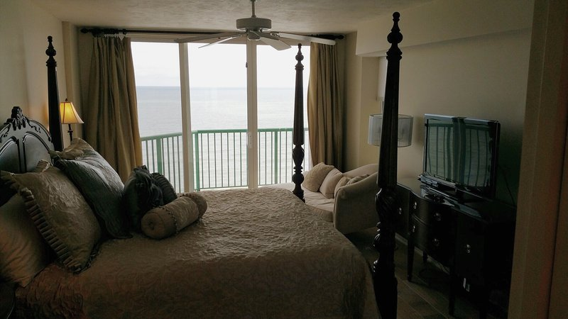 Direct Oceanfront Penthouse 3/3 With Spectacular Views DTT #1903, location de vacances à Daytona Beach Shores