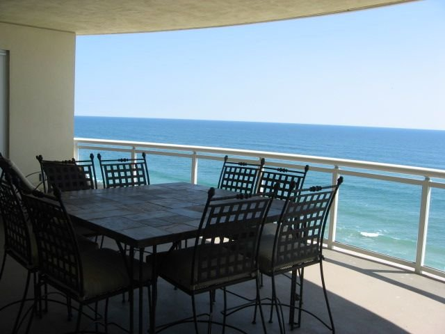 Oceanfront 3Bedroom Penthouse in Luxurious Ocean Vistas OV #1108, location de vacances à Daytona Beach Shores