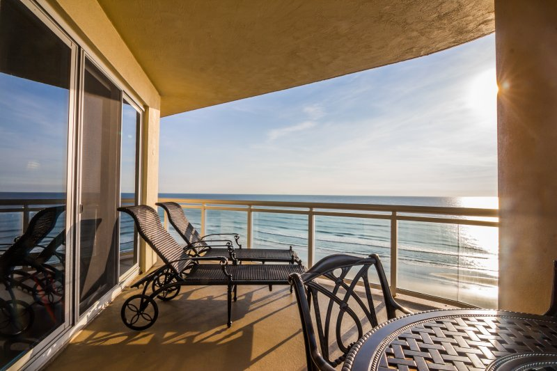 Million$ Luxury in Ocean Vistas, See Ocean in Every Room OV #909, location de vacances à Daytona Beach Shores