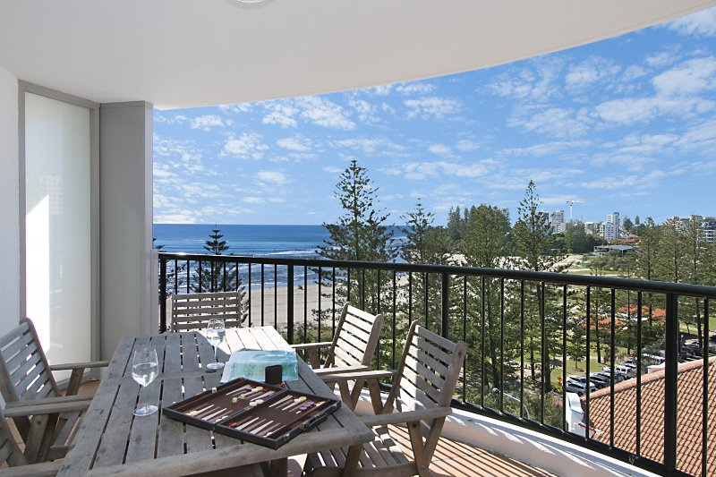 Calypso Tower Unit 807 - 3 bedroom unit on the beachfront in Coolangatta, vacation rental in Tumbulgum