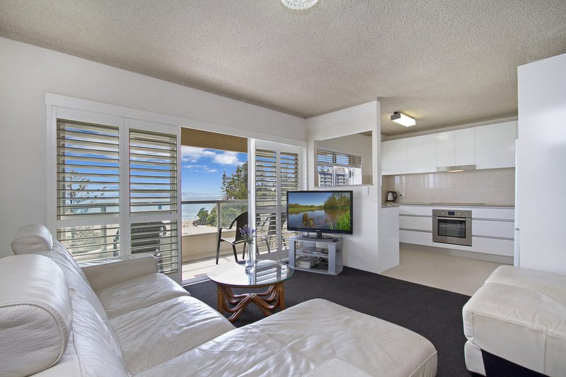 Kooringal unit 19 - Right on Greenmount Beach Coolangatta Gold Coast, vacation rental in Gold Coast