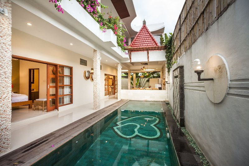 Private 4 bedroom with swimming pool