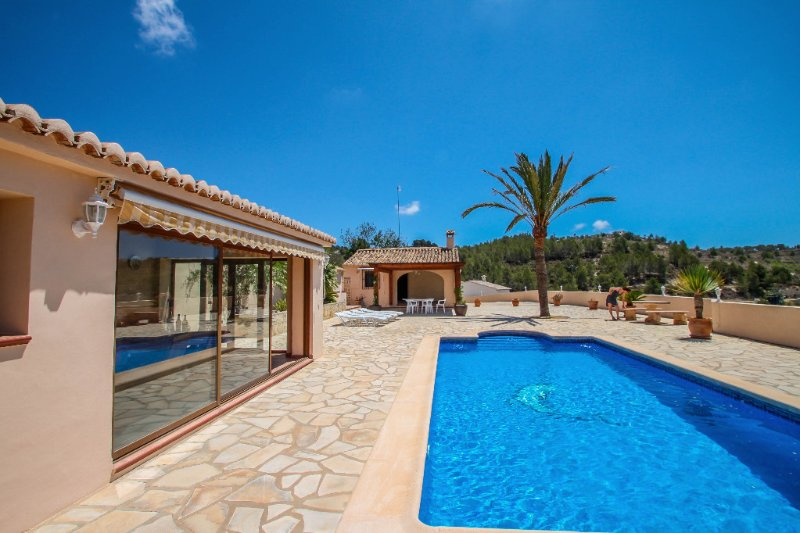 Santa Ana - pretty holiday property with garden and private pool in Benissa, holiday rental in Canor
