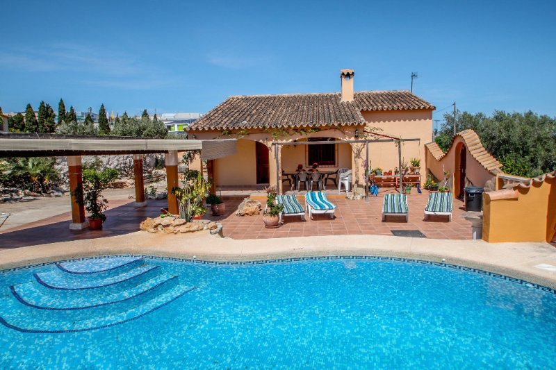 Pineda - modern, well-equipped villa with private pool in Costa Blanca, holiday rental in Canor