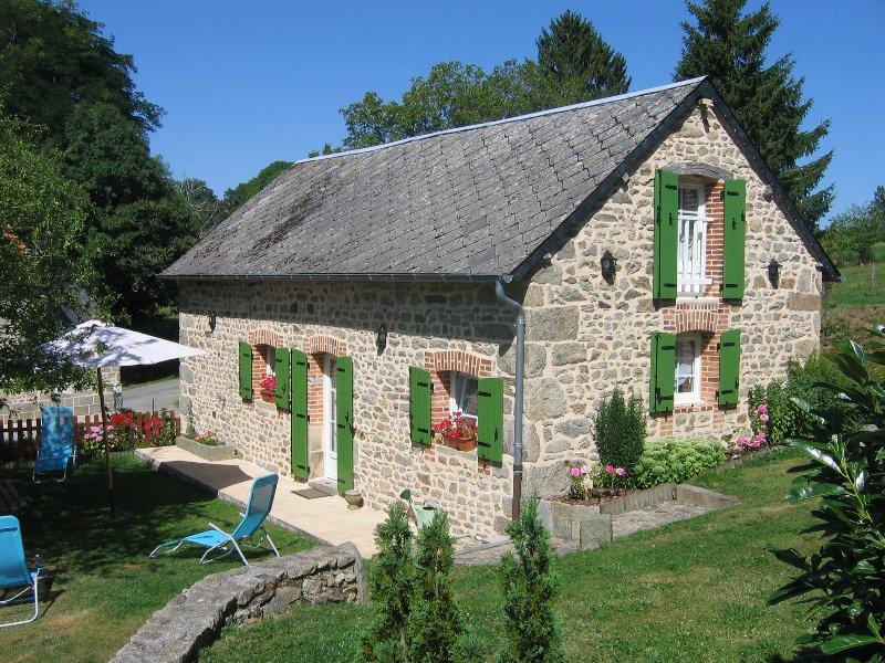 Gite de charme 4**** Le Pré des vergnes - en creuse - Limousin- étang de pêche, vacation rental in Jarnages