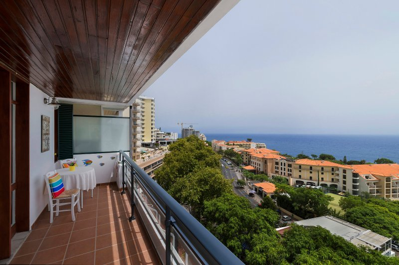 The Lidosol - Casas Maravilha Funchal, vacation rental in Funchal