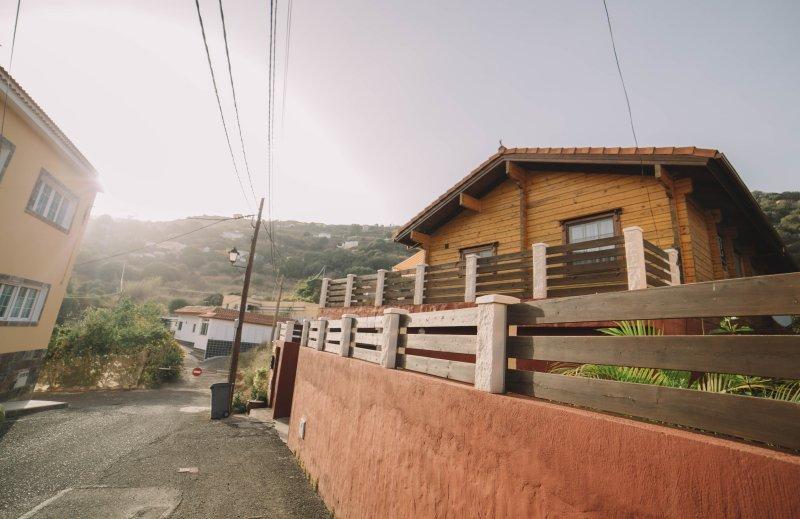 aparcamiento vistas exterior de villa tanqueta