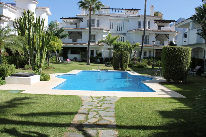 Duplex apartment close to Puerto Banus – semesterbostad i Nueva Andalucia