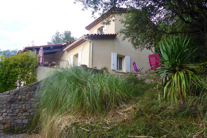 Vista laterale della casa