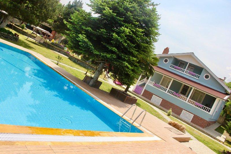 Güngör Garden / Villa Bulut, vacation rental in Izmit