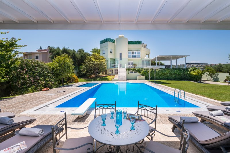 myholidayhome/villa Jasmine -Top, light-flooded Home & Tailor made Options, vacation rental in Crete