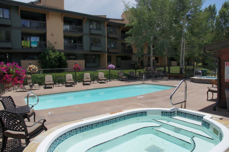 Heated Pool, 2 Hot Tubs, Clubhouse with Sauna & Restrooms
