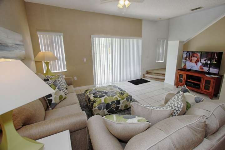 Comfortable Living Area Featuring New Furniture w/Flat Screen TV, Cable and Free Wi-Fi