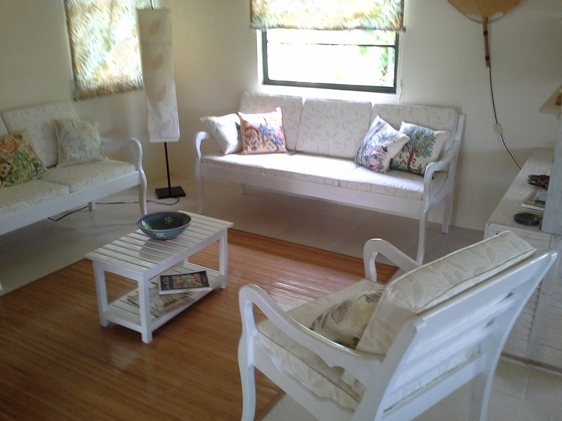 Hummingbird, cosy House with garden, 2 bedrooms, vacation rental in Weston