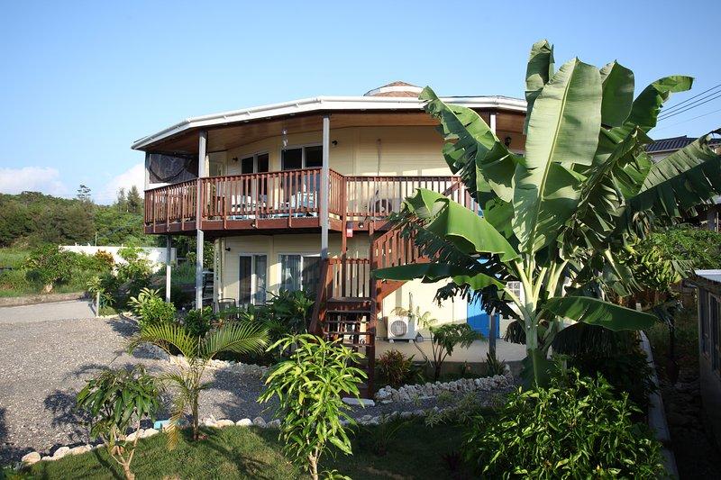 Provate un soggiorno totalmente rilassante all'Isola Breeze mentre siete a Okinawa.