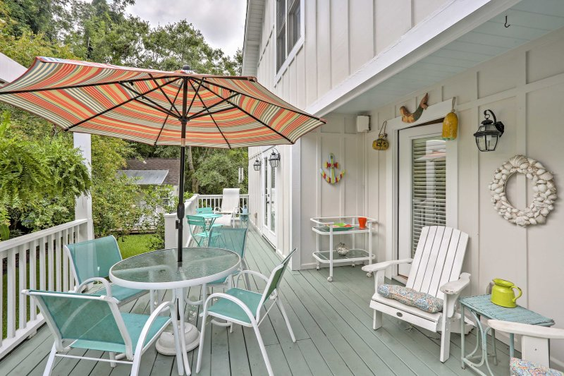 Retreat to this 3-bed, 4-bath vacation rental home in Saint Simmons Island!