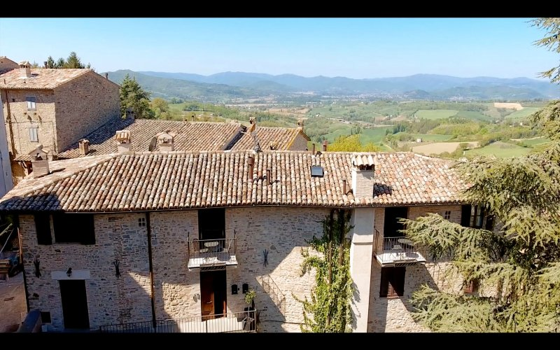 Luxury Apartment, views & balcony in idyllic hill town - The Apartments Montone, vacation rental in Santa Maria di Sette