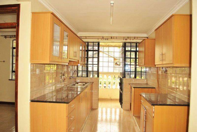 Shiny New Apartment home in Nairobi, vacation rental in Kiambu