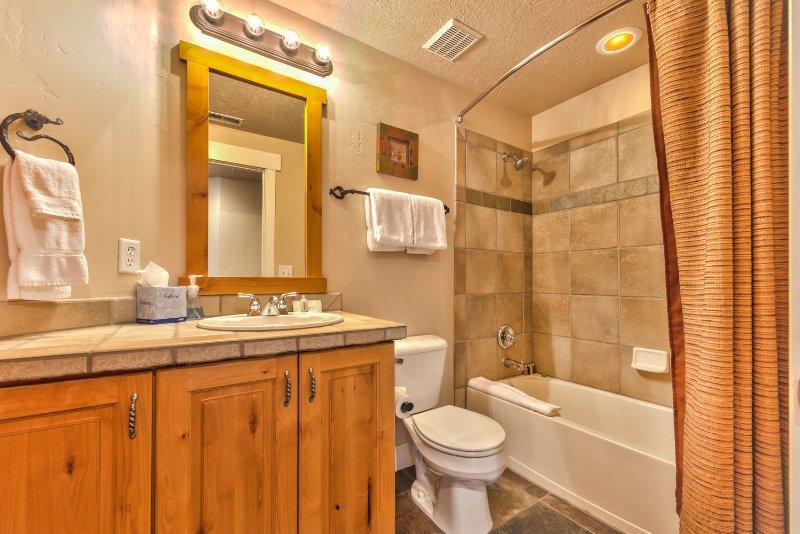 Volledige badkamer naast slaapkamer 3