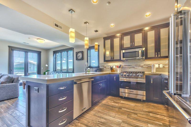 Cozinha Gourmet Display com aparelhos Viking e Bar Assentos para 4