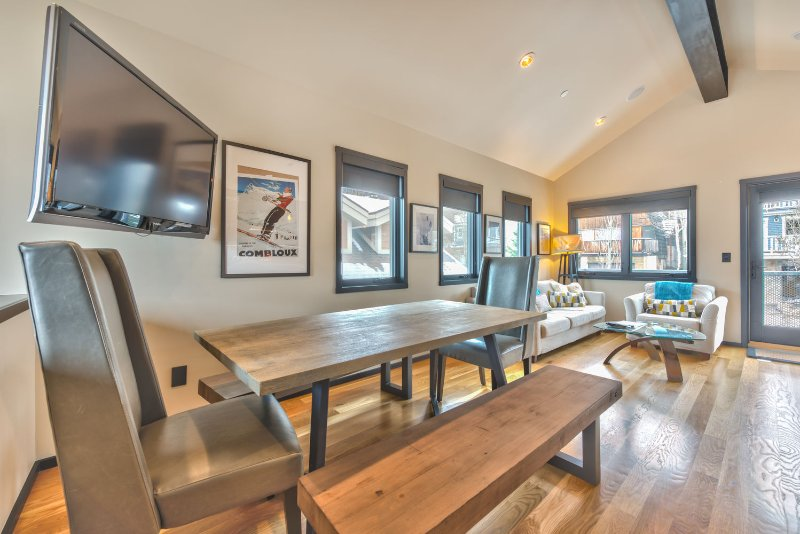 Dining Area with Seating for 6, Flat Screen TV