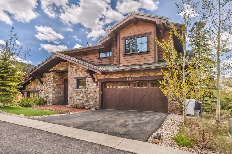 The Stunning Deer Valley Lookout 10 with 5 Bedrooms / 5.5 Bathrooms