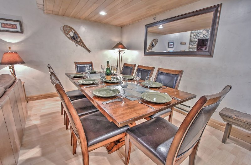 Dining area with 8-seat table and adjacent living room with 60' Smart TV/DVD and fireplace in Snowblaze 302 - Park City