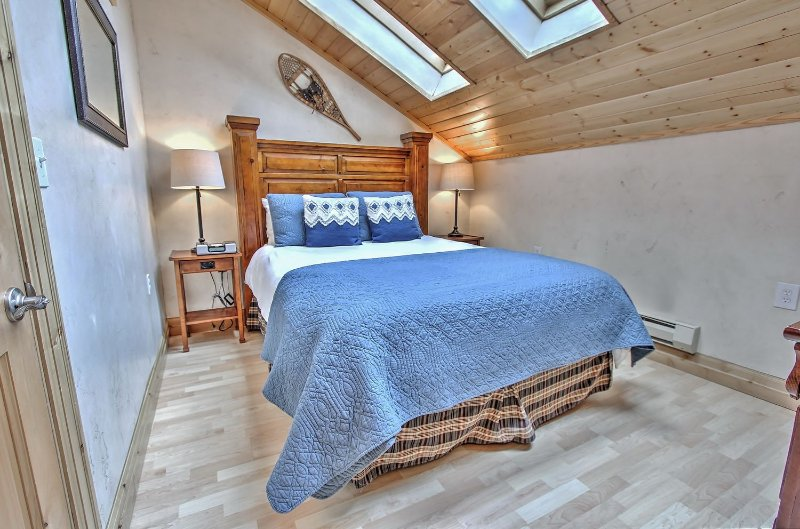 Main level bedroom with queen bed, skylights, and 40' TV in Snowblaze 302 - Park City