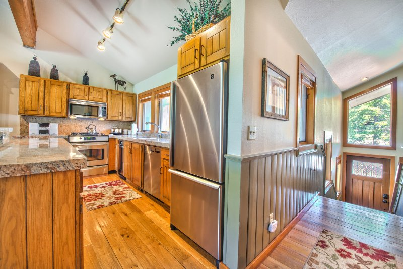 Entryway and Fully Equipped Kitchen