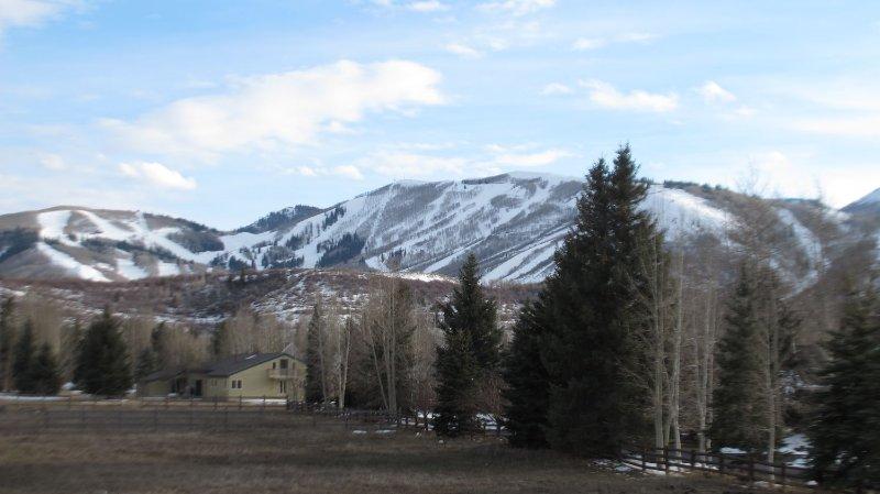 Ver en primavera, nunca es una mala época del año y siempre hay algo que hacer. Caminata, Bicicleta, Esquí, Relax, paseos en globo, a caballo