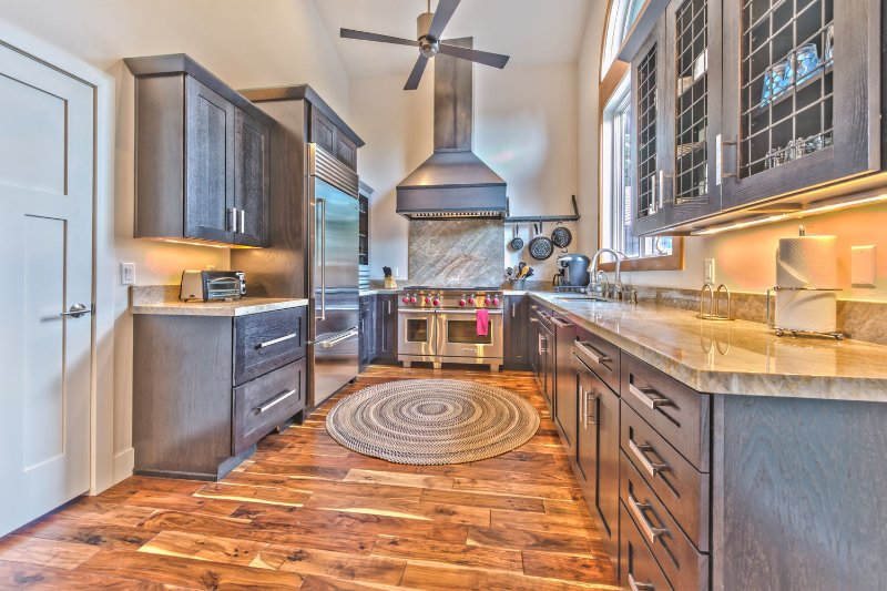 Fully Equipped Gourmet Kitchen with Wolf Gas Range, SubZero Refrigerator and Granite Countertops