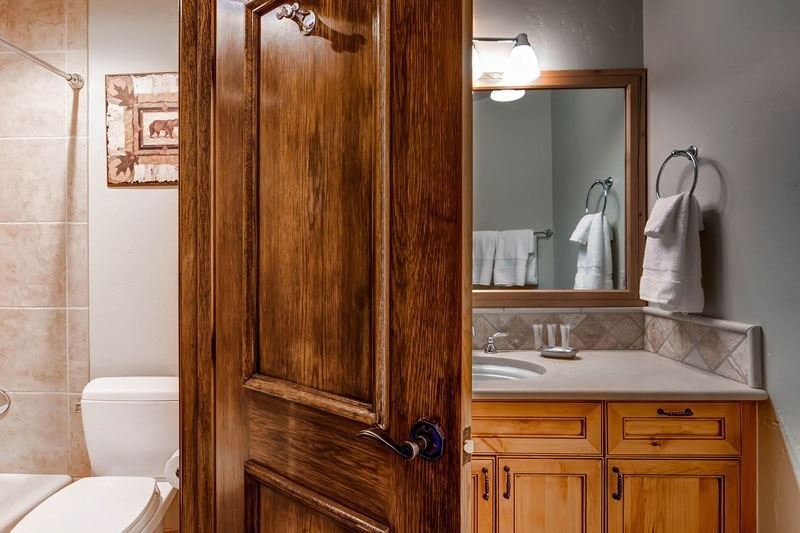 14_Highland-Slopeside-213_bathroom-2.jpg