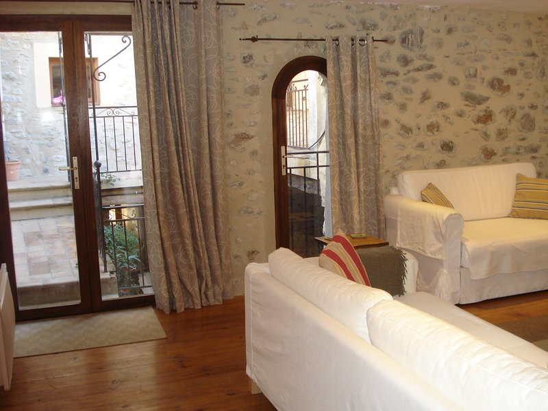 Maison l'Oranger- stone house in  town centre with garage,courtyard, sun terrace, holiday rental in Vinca