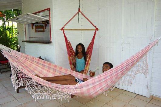 Hängmatta och stol Karibien där man kan njuta av lugnet.