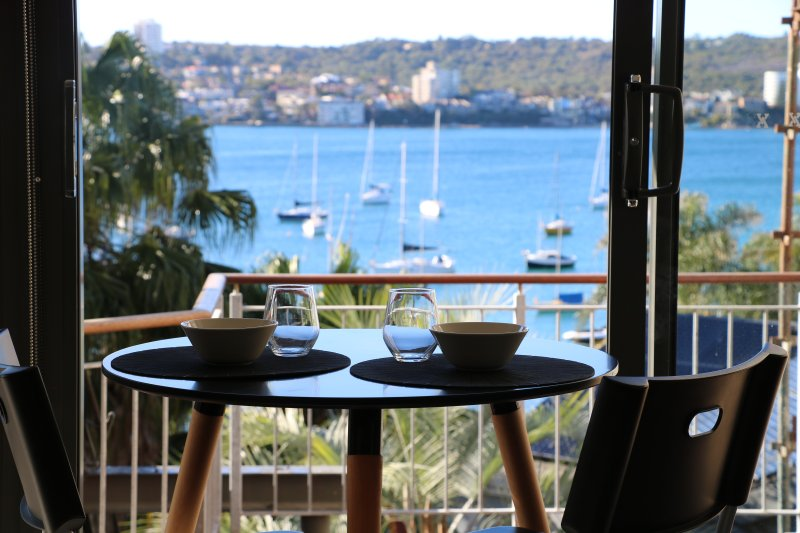 Overlooking Sydney Harbour - Views all day and night