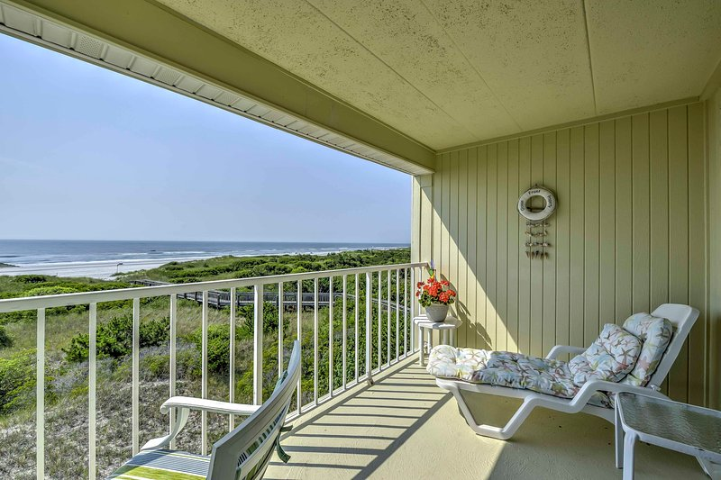 Escape to Brigantine Beach from this beachfront 1-bath vacation rental studio!